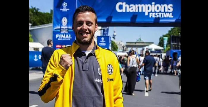 BERLÍN .- Unos 1.000 kilómetros recorrió Nicolo De Marchi, un fanático de la Juventus, desde Turín hasta Berlín, con el fin de recibir una entrada para la gran final de la Champions League contra el Barcelona que se jugará en la capital alemana.