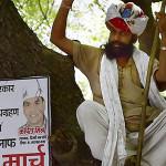 India: queman vivo a periodista por denuncias en Facebook (Videos)