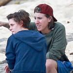 Medio indica que madre de Kristen Stewart acepta su bisexualidad
