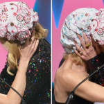 Nicole Kidman besa a Naomi Watts durante premiación