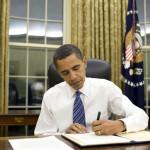 Obama firma paquete legislativo para agilizar acuerdos comerciales