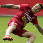 Copa América: Paolo Guerrero se lesiona, pero jugaría ante Brasil