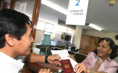 El pasaporte biométrico peruano, que se emitirá desde noviembre próximo, estará en varios idiomas y tendrá un costo accesible, informó el Ministerio de Relaciones Exteriores.