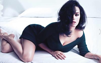 """Katy Perry alcanzó un récord en el portal de videos YouTube con los mil millones de vistas a su video """"Dark Horse"""". De esta manera, se convierte en la primera cantante femenina en superar una marca en el portal de videos de Google."""