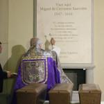 El Quijote reposa en su nuevo monumento en las Trinitarias