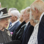 Isabel II se reúne con supervivientes de campo de concentración nazi