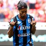 Ronaldinho pierde final y rivales se pelean por su camiseta