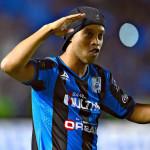 Ronaldinho tras acordar el final de su contrato sale del Querétaro
