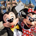 Disney prohíbe bastones selfies en todos sus parques