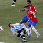Medel: el 'carnicero' de Chile que pateó a Messi y pisó a Neymar