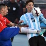Brutal patada al estómago de Gary Medel a Lionel Messi (VIDEO)