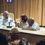 Fidel Castro reaparece en público con maestros queseros