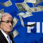 Joseph Blatter: cómico le arroja billetes en conferencia (VIDEO)