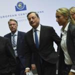 Eurogrupo da luz verde a negociar tercer plan de ayuda a Grecia