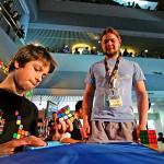 Cubo de Rubik: Feliks Zemdegs bate récord con 5,69 segundos