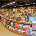 Paula Hawkins e Isabel Allende dominan lista de libros más vendidos