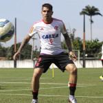 Paolo Guerrero firma contrato y entrena con Flamengo