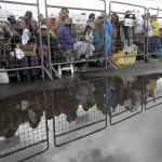 Papa en Quito: miles desafían a la lluvia y el frío para verlo