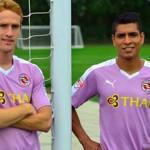 Paolo Hurtado es imagen de su nuevo equipo Reading FC
