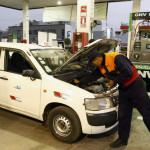 Autos: quince efectivos consejos para ahorrar combustible