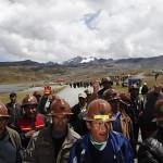 Bolivia: campesinos acusados de matar a policía liberan a 4 agentes