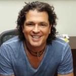 Carlos Vives saluda a fans peruanos antes de concierto (VIDEO)