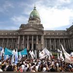 Argentina: Congelan los salarios de los diputados y senadores por 180 días