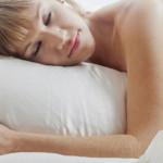 Salud: dormir desnuda adelgaza y evita el estrés