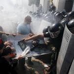 Ucrania: treinta militares y policías heridos cerca al Parlamento
