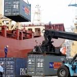 BCR: balanza comercial registra primer superávit del año