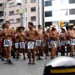 México: La marcha de protesta de los campesinos desnudos