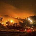 EEUU: más de 13 mil evacuados por gigantesco incendio forestal