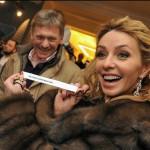 Portavoz de Putin protagoniza boda del año al casarse con patinadora
