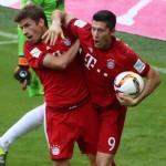 Bayern Múnich vence 2-1 al Augsburgo con penal de Thomas Müller
