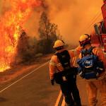 EEUU: 13 mil evacuados y 400 casas arrasadas en incendio incontrolable