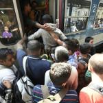 Hungría: detienen tren con refugiados que iba a frontera austríaca