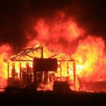 EEUU: incendio destruye cientos de casas en California