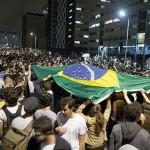 Brasil: cientos se manifiestan en defensa de Rousseff y la democracia