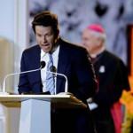 Mark Wahlberg hace broma sobre Ted en visita del Papa