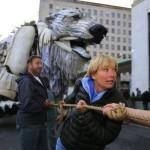 Londres: Greenpeace protesta e instala un oso polar en sede de Shell
