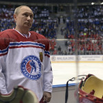 Putin vuelve a calzarse patines para un partido de hockey sobre hielo