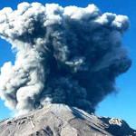 Volcán Ubinas: expulsión de cenizas alarma a pobladores (VIDEO)