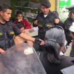 Huancayo: policía evita linchamiento de mujer acusada de robo