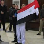Periodista indultado abandona Egipto y se dirige a Canadá