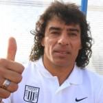 Un buzo 'caliente' agarra Francisco Pizarro en Alianza Lima