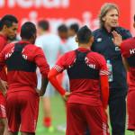 Ricardo Gareca prepara lista de 'extranjeros' ante Paraguay y Brasil