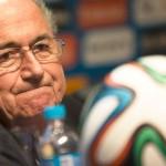 FIFA suspende a Joseph Blatter y Michel Platini