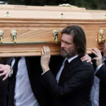 Jim Carrey cargó el ataúd en funeral de su exnovia Cathriona White