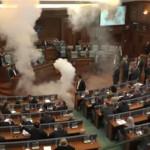 Kosovo: diputado lanza bombas de humo en Parlamento (VIDEO)