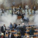 Kosovo: la oposición lanza gas lacrimógeno en Parlamento